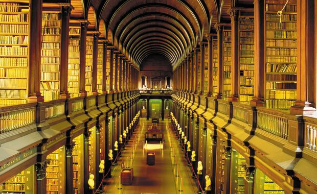 hyperliteratura-Biblioteca-Colegiului-Trinity-Irlanda-2