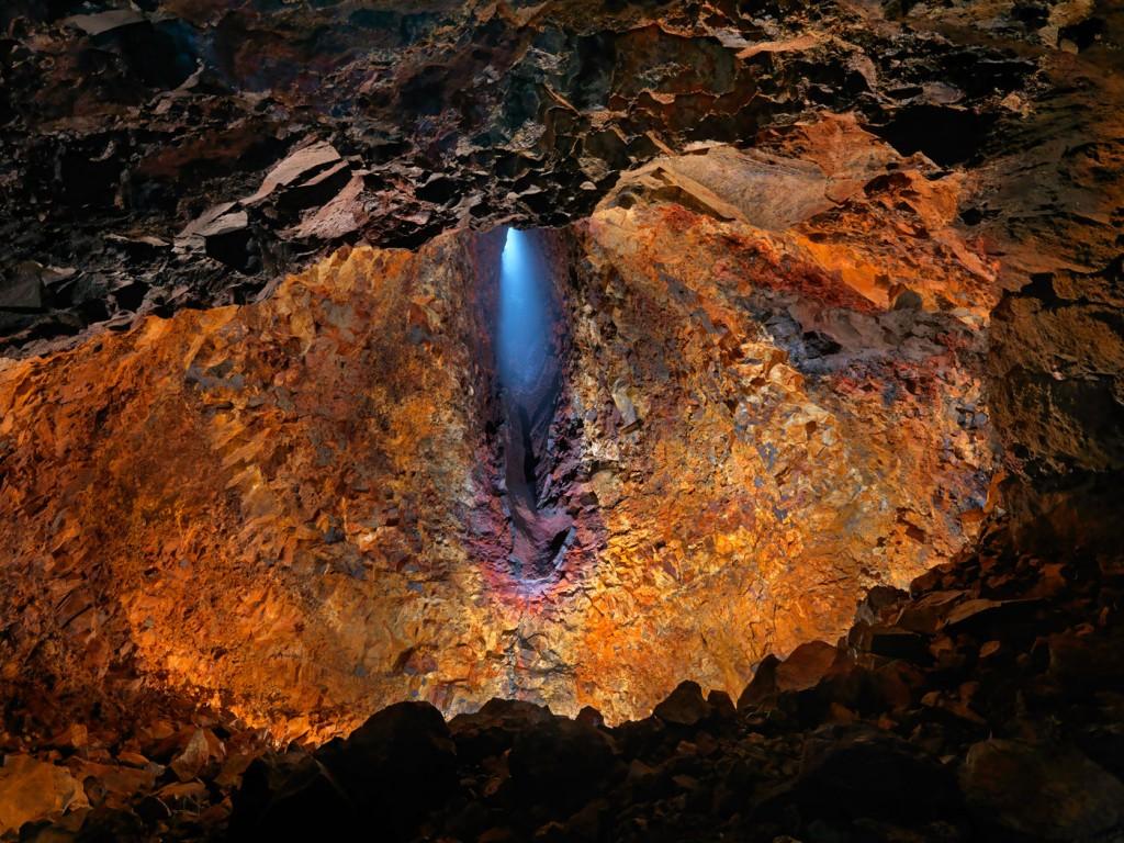 thrihnukagigur-volcano-tour-go-inside-a-magma-chamber-1