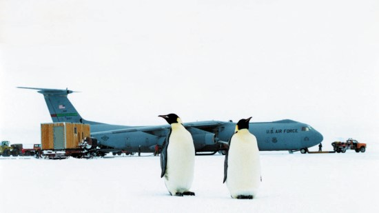 C-141_Starlifter_with_penguins_tcm61-7962