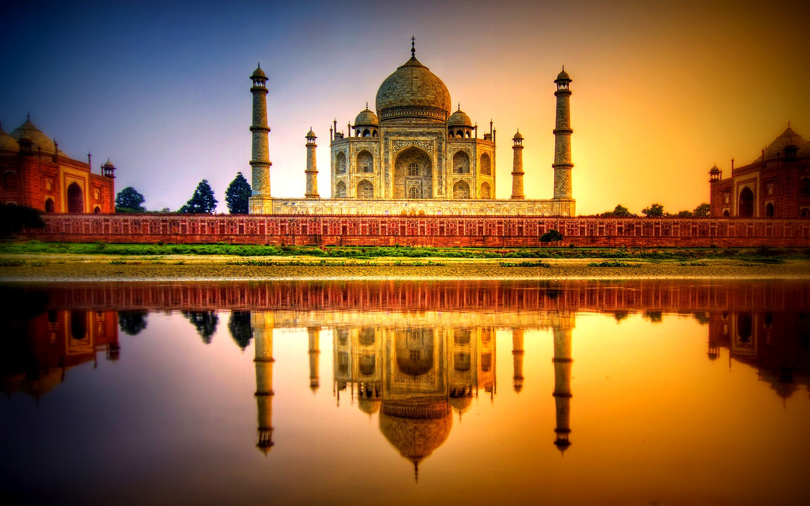 beautiful-taj-mahal-at-night-wallpaper-2