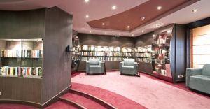 Biblioteca & Internet Cafe